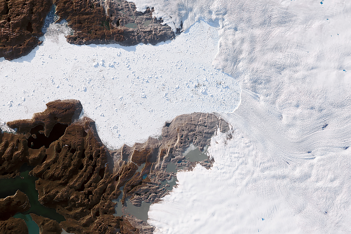 Major Greenland Glacier Is Growing - selected image