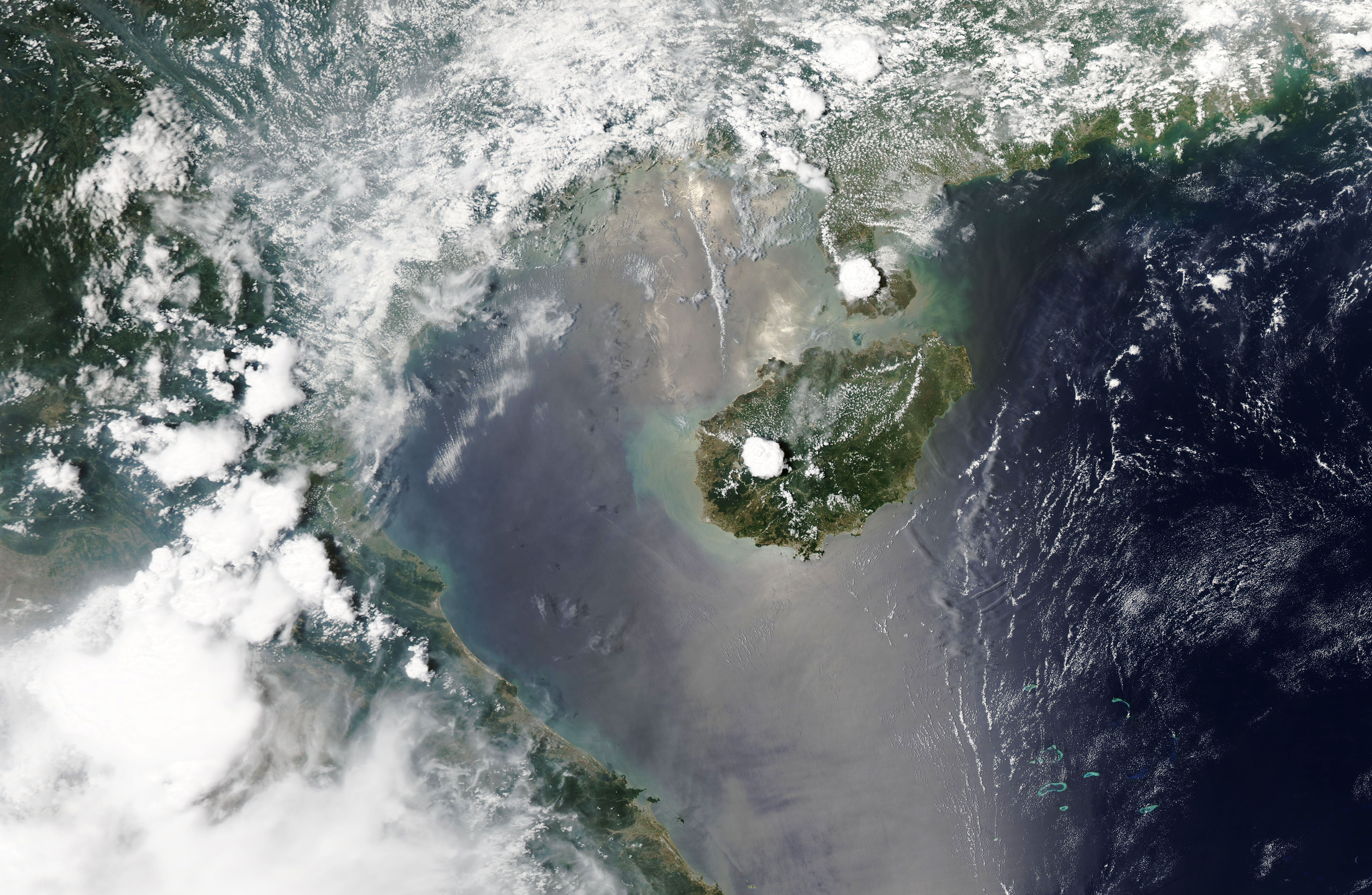 Cloud Building Over Hainan - related image preview