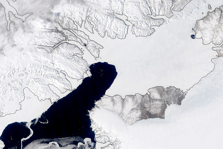 Ice Arch Persists Despite Warm Arctic - selected image