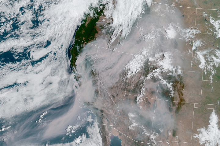 Wildfire Smoke Shrouds the U.S. West - selected image