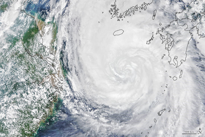 Typhoon Maysak Batters South Korea - selected image