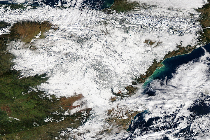 Heavy Snowfall Blankets Spain - selected image