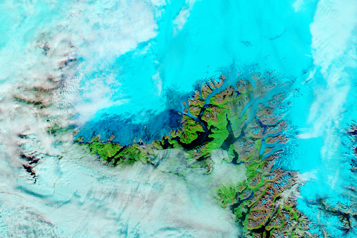 Rain and Warmth Trigger More Melting in Greenland - selected image