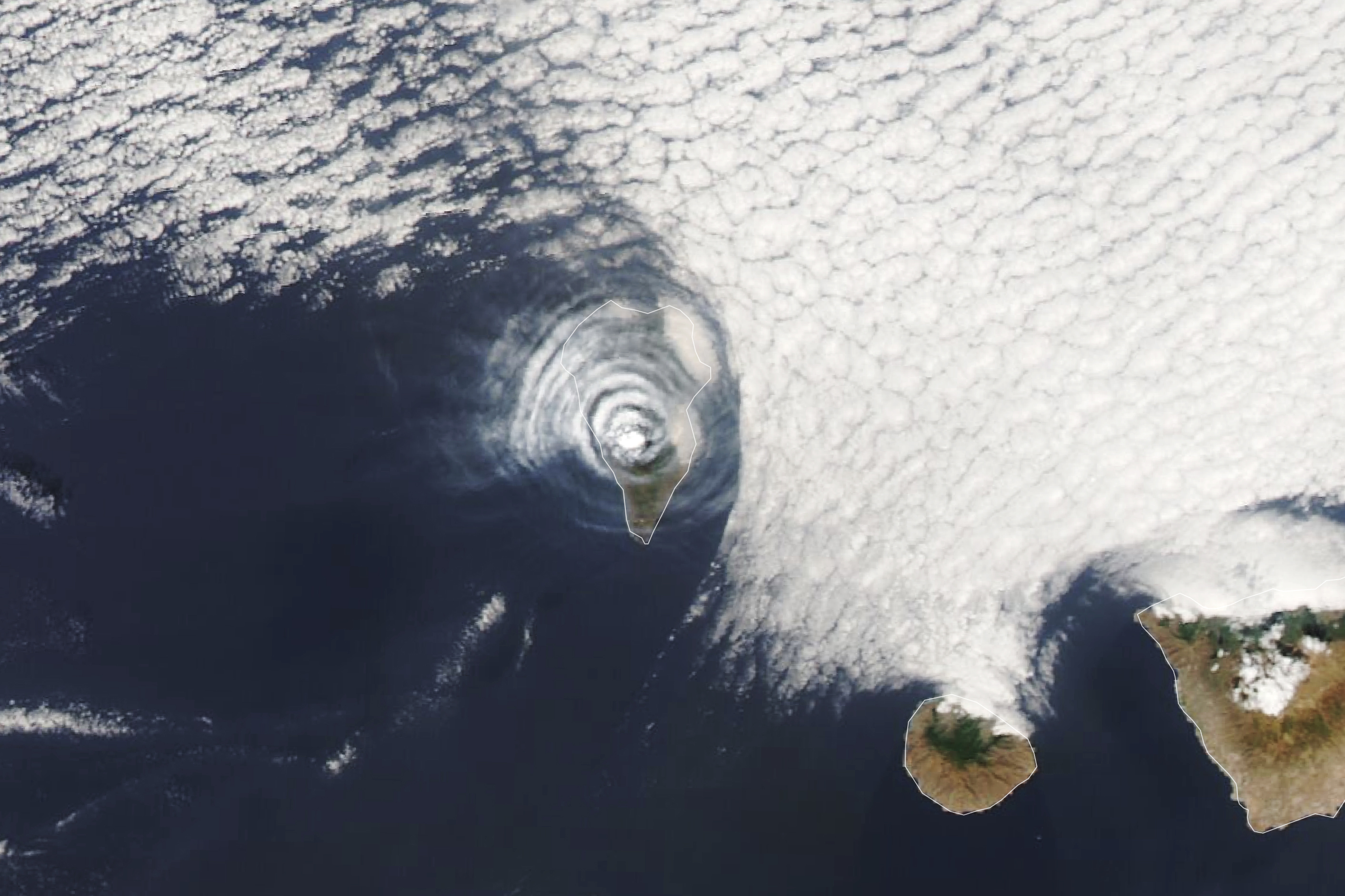 Ash and Cloud Rings Over La Palma - related image preview
