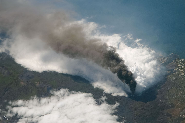 Eruption Continues at La Palma - related image preview