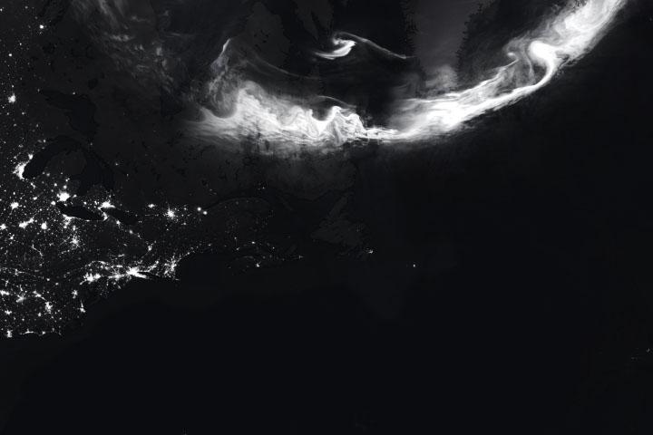 Auroras Announce the Solar Cycle