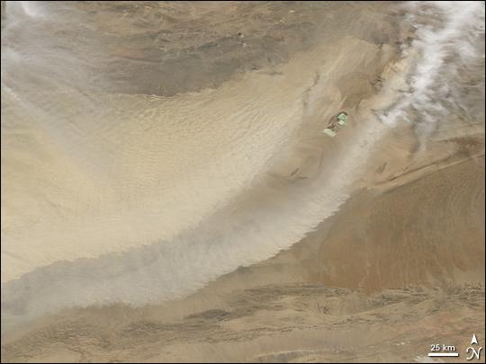 Dust in the Taklimakan Desert