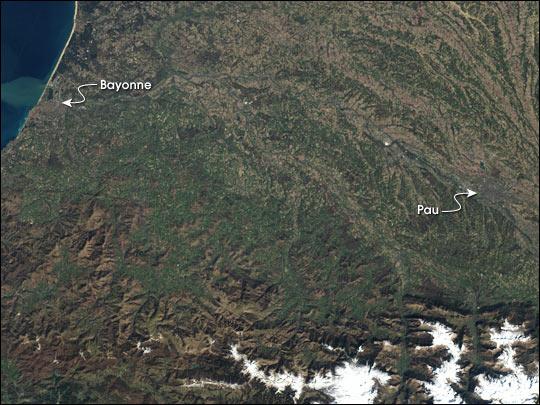Race through the Pyrénées Mountains