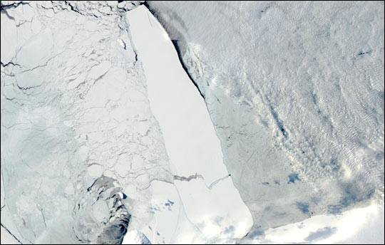 B-15A Iceberg Breaks in Two