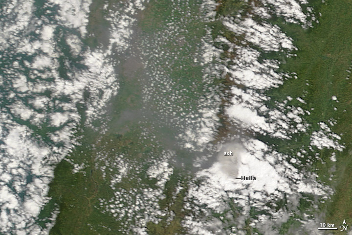 Ash Emissions at Nevado del Huila