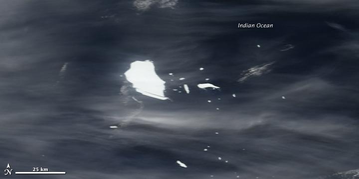 Iceberg B17-B Adrift Off the Southwestern Coast of Australia