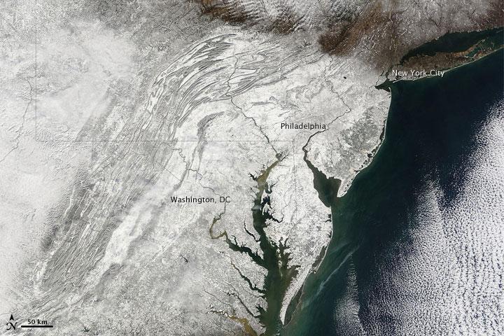 Heavy Snow around U.S. Capital