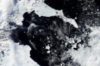 Fragments of Larsen B Ice Shelf Lingered Until 2005