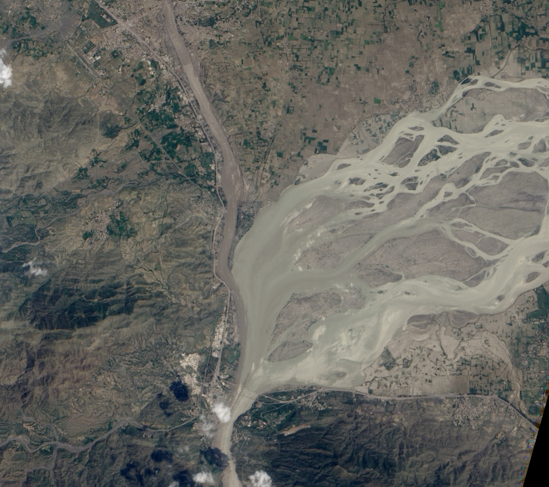 Flooding on the Kabul and Indus Rivers : Natural Hazards