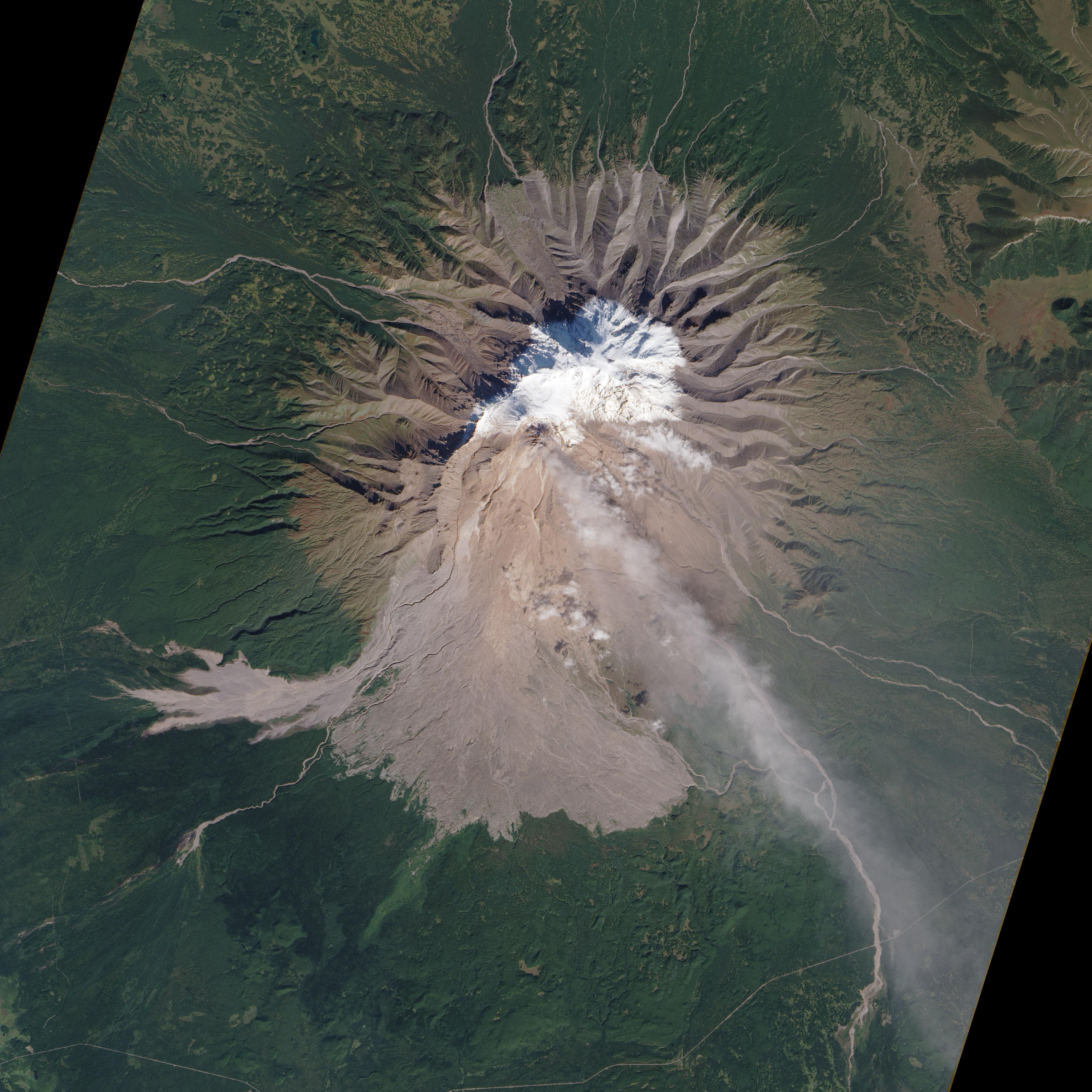Извержение вулкана Шивелуч на Камчатке