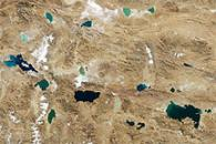 Jewel-Toned Lakes of the Qinghai-Tibet Plateau