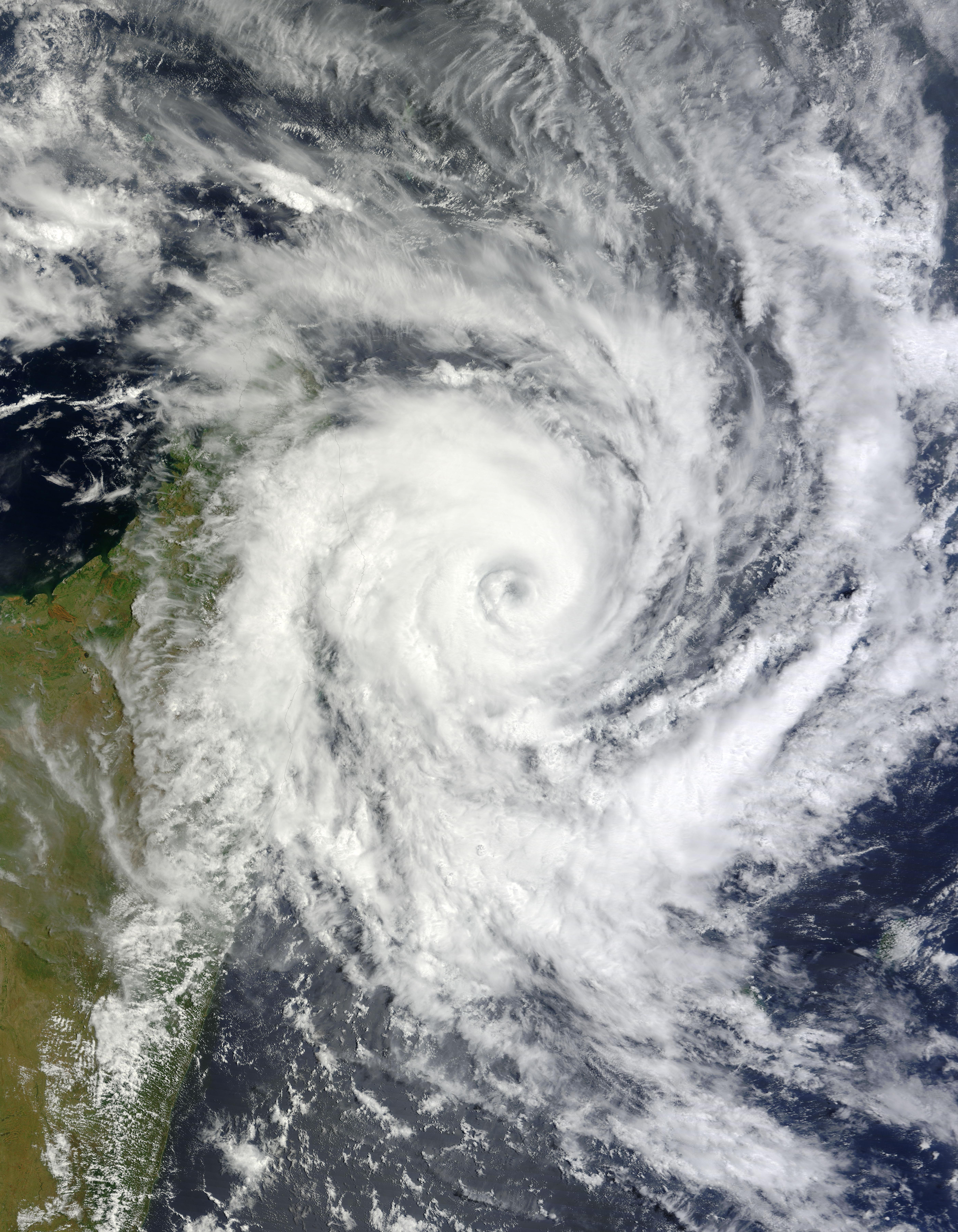 Tropical cyclone bingiza natural hazards - Les 5 cyclones ...