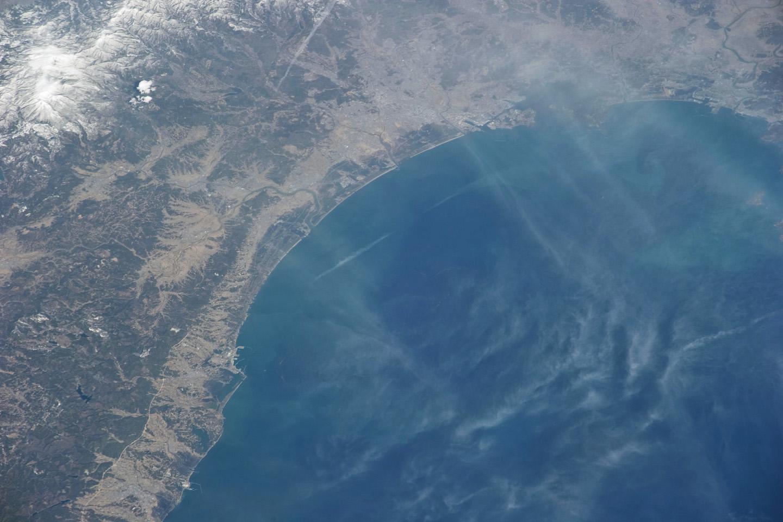 когда фото цунами из космоса середине