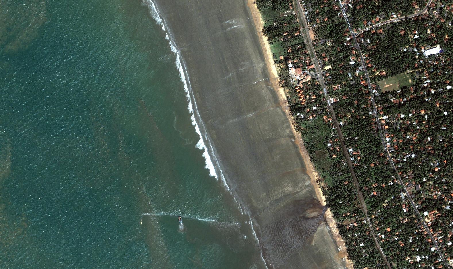Tsunami Strikes Sri Lanka : Image of the Day