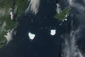 Petermann Ice Island-A Splits, Drifts