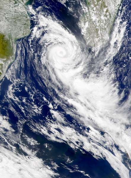 SeaWiFS: Cyclone Dera - related image preview