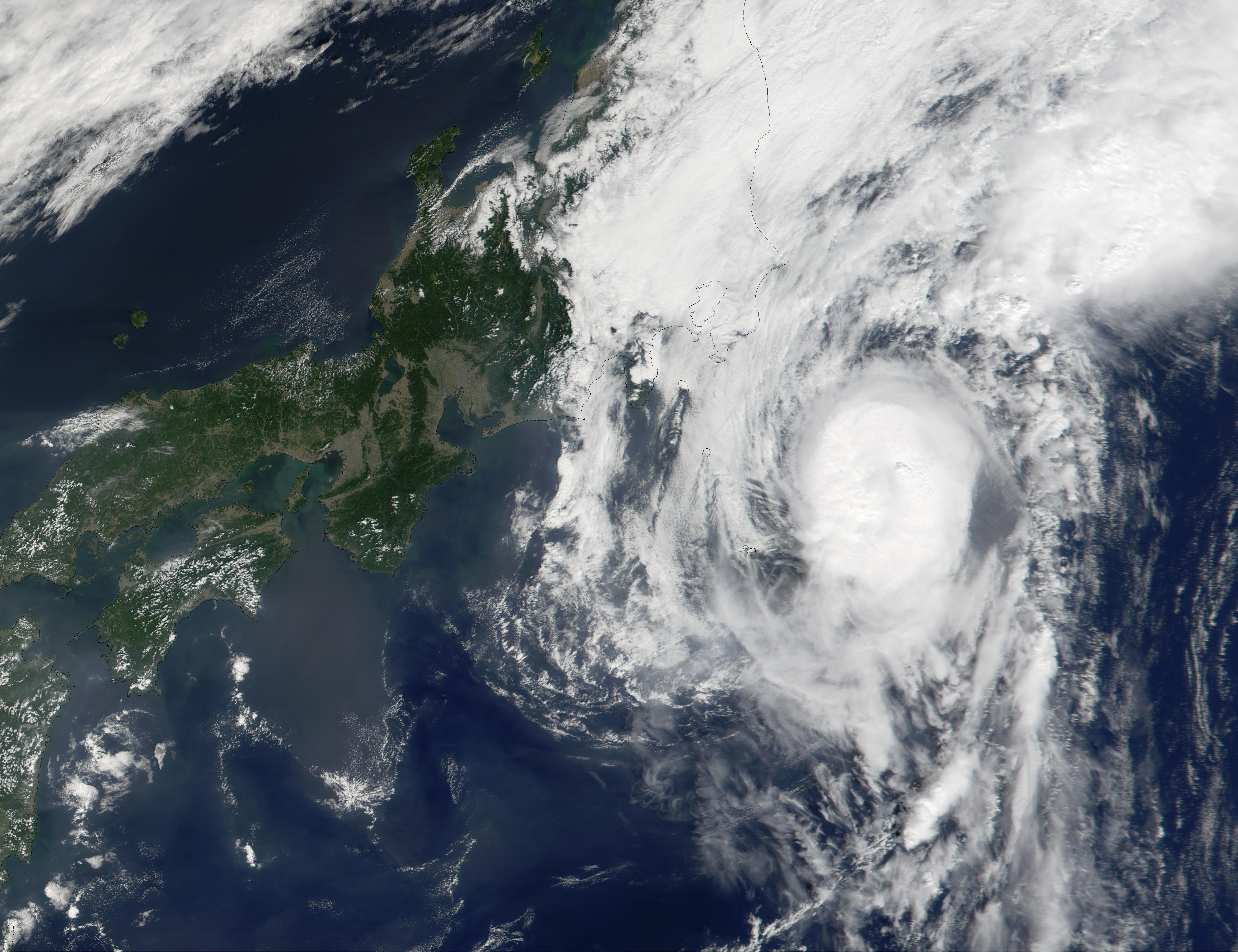 Typhoon Vipa (21W) reaching the coast of Japan - related image preview
