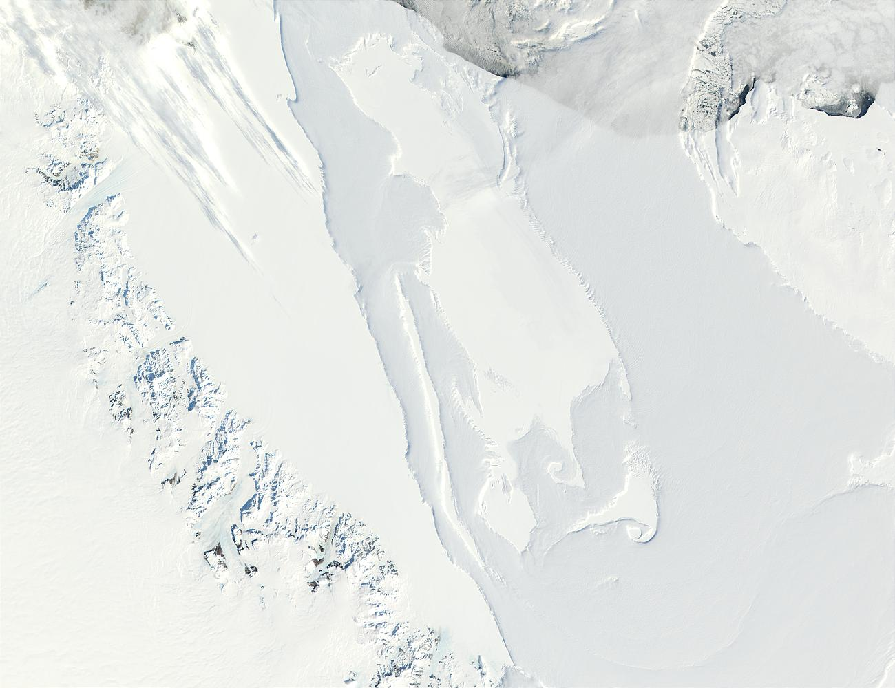 Transantarctic Mountains and Ross Ice Shelf, Antarctica - related image preview