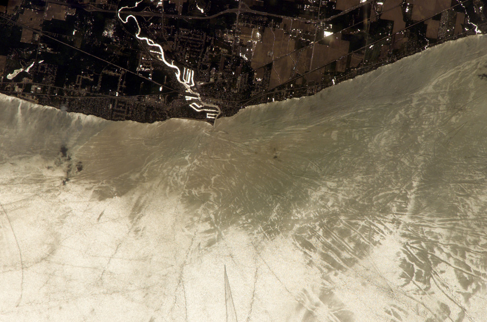 Sunglint Features, Lake Erie, United States - related image preview