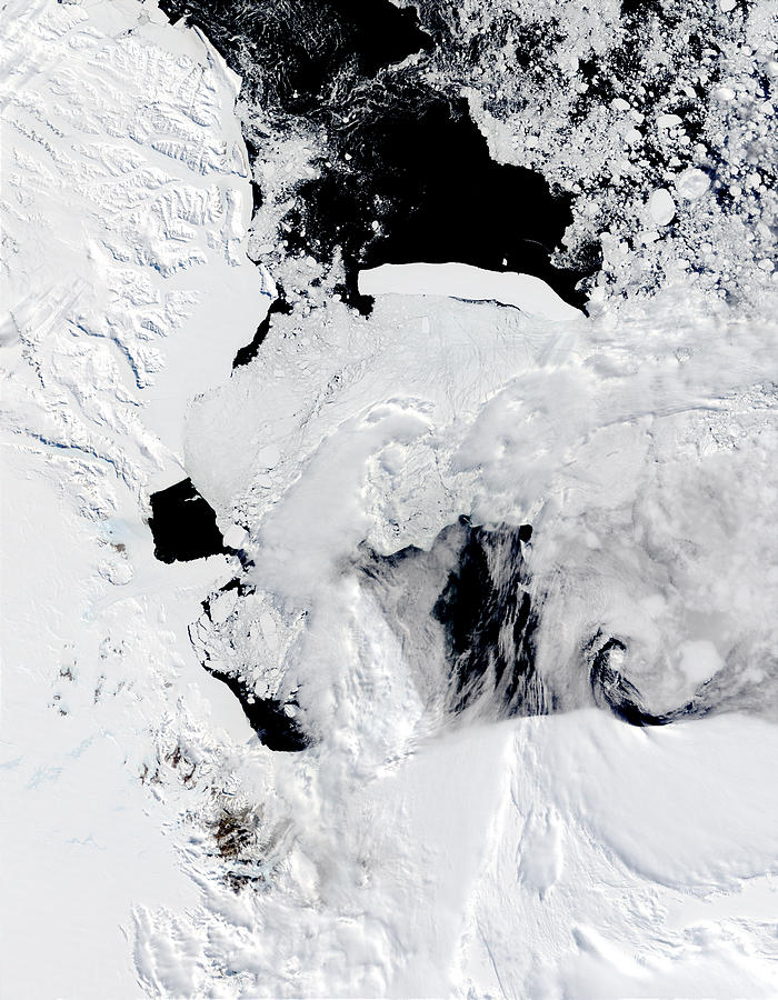 C-19 iceberg in the Ross Sea, Antarctica - related image preview