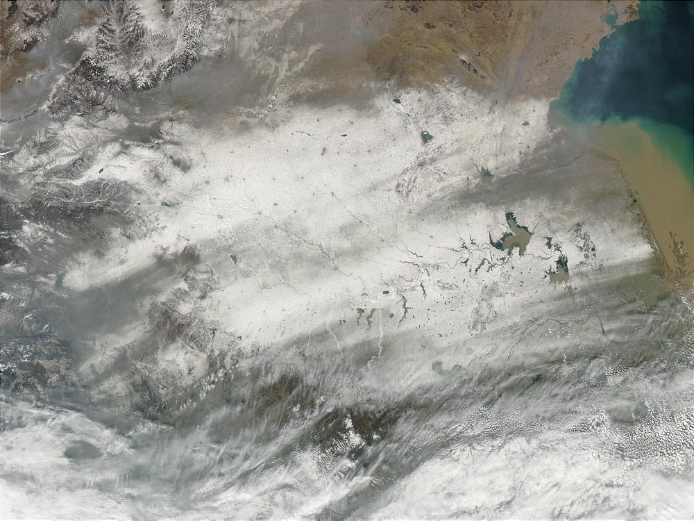 Snow trails across eastern China - related image preview