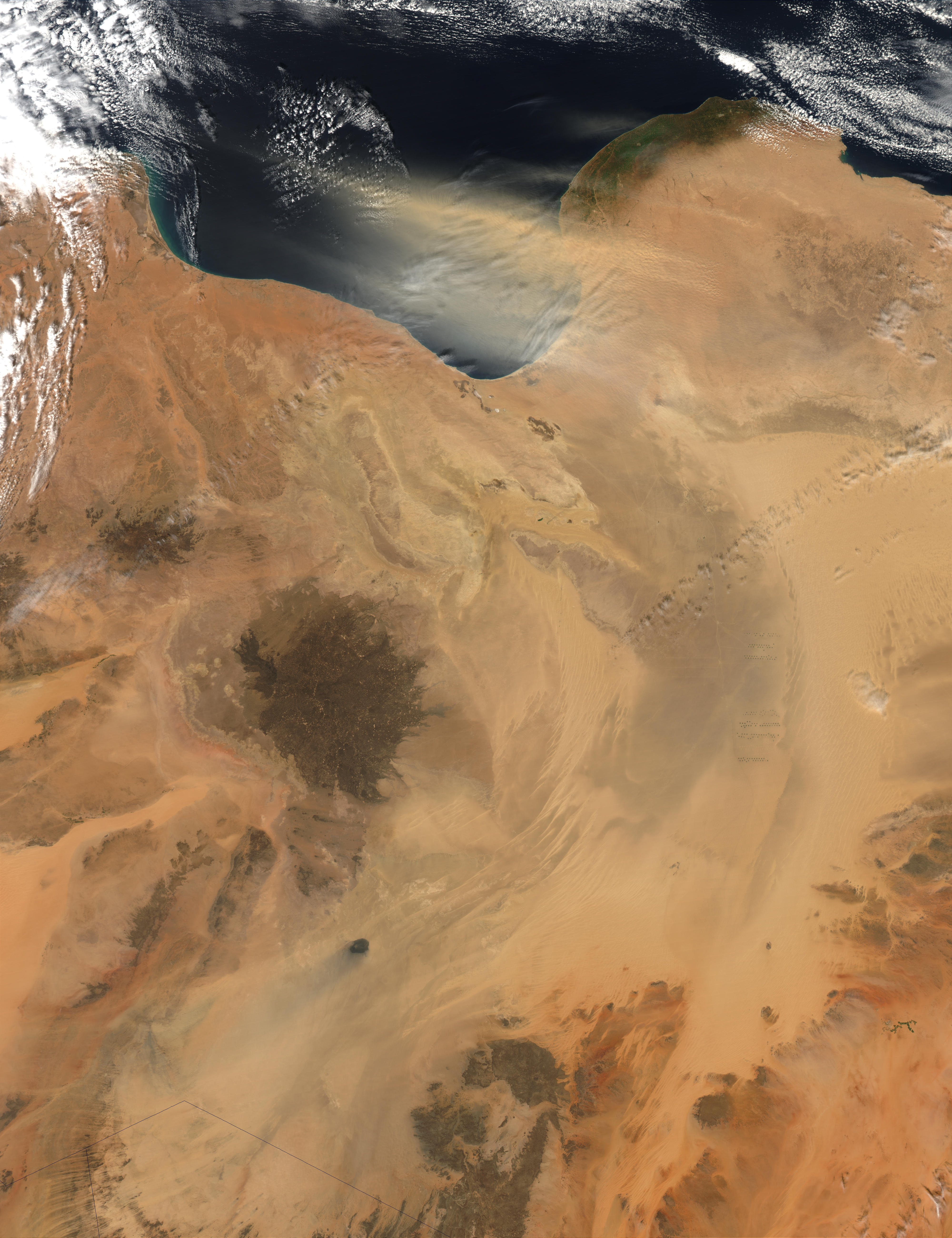 Dust storm over Libya - related image preview