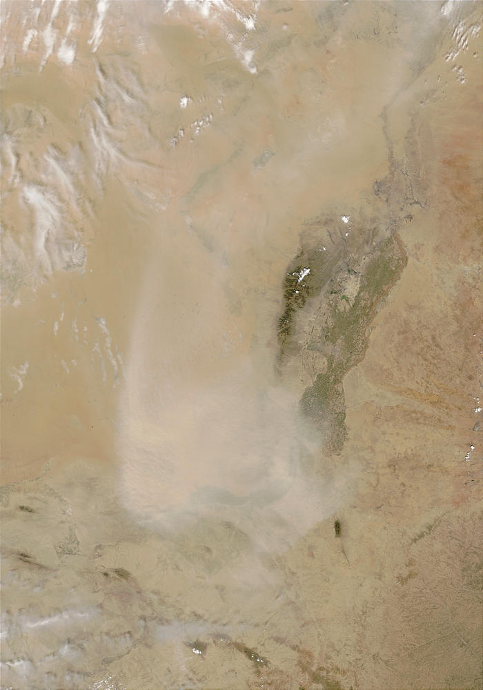 Dust storm in Tengger Desert, northcentral China - related image preview