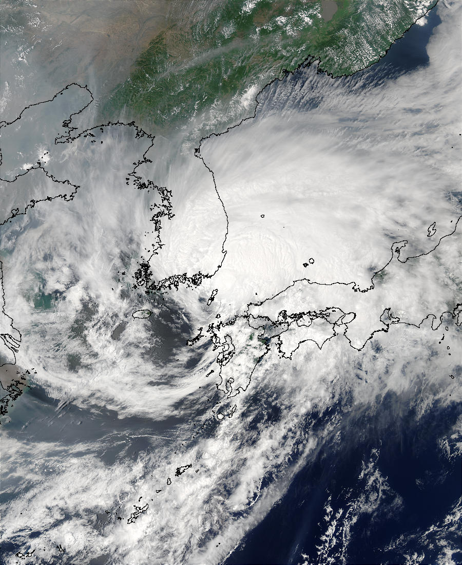 Typhoon Soudelor (07W) between Korea and Japan - related image preview