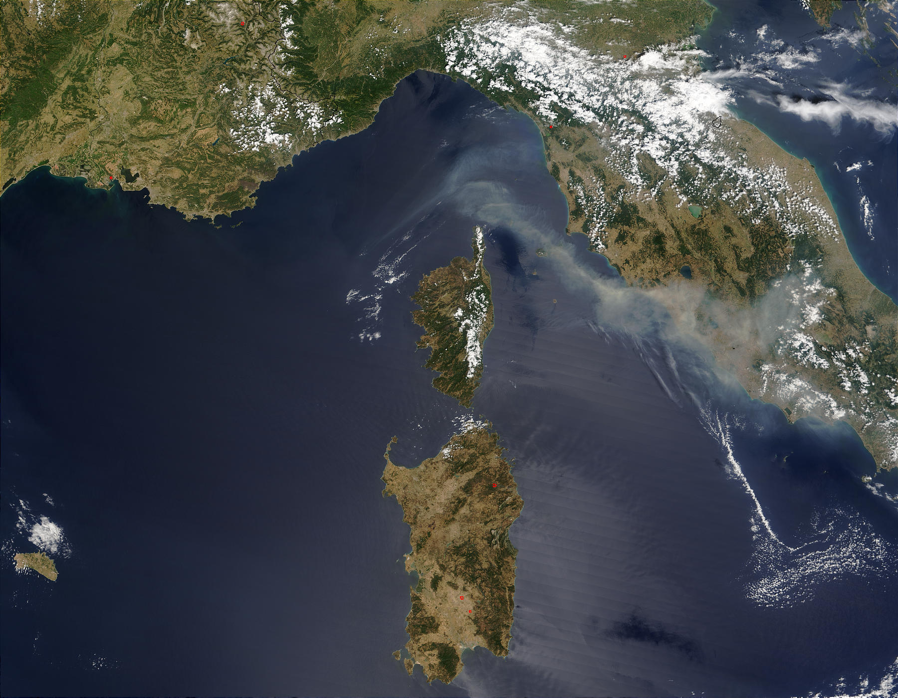 Smoke from fires near St. Maxime in southeast France - related image preview