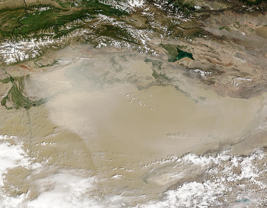 Dust storm in Taklimakan Desert, Western China - related image preview