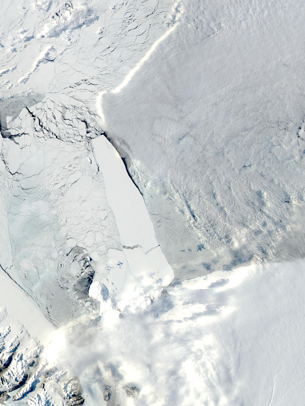 B-15A iceberg in the Ross Sea, Antarctica - related image preview