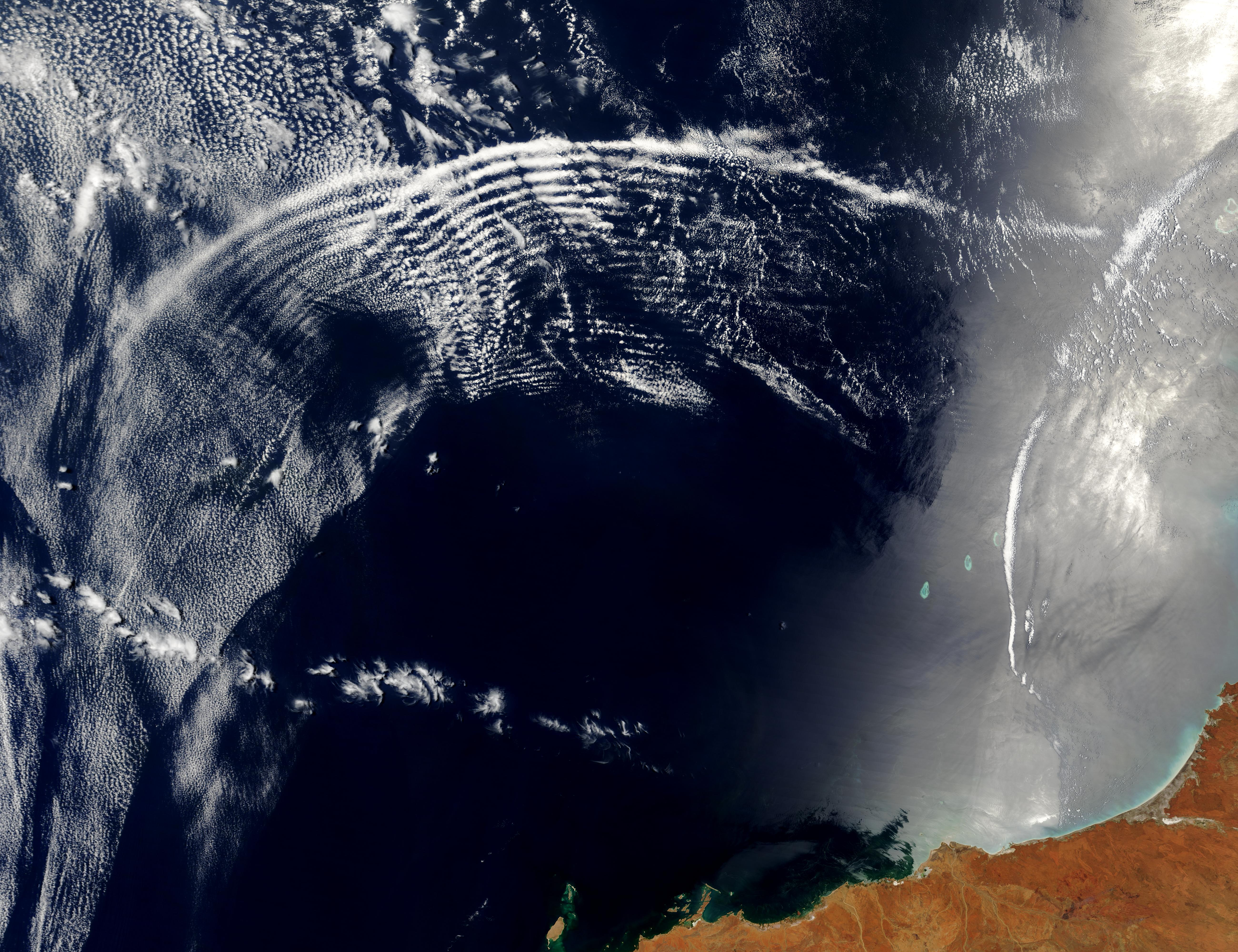 Atmospheric gravity waves and internal waves off Australia - related image preview