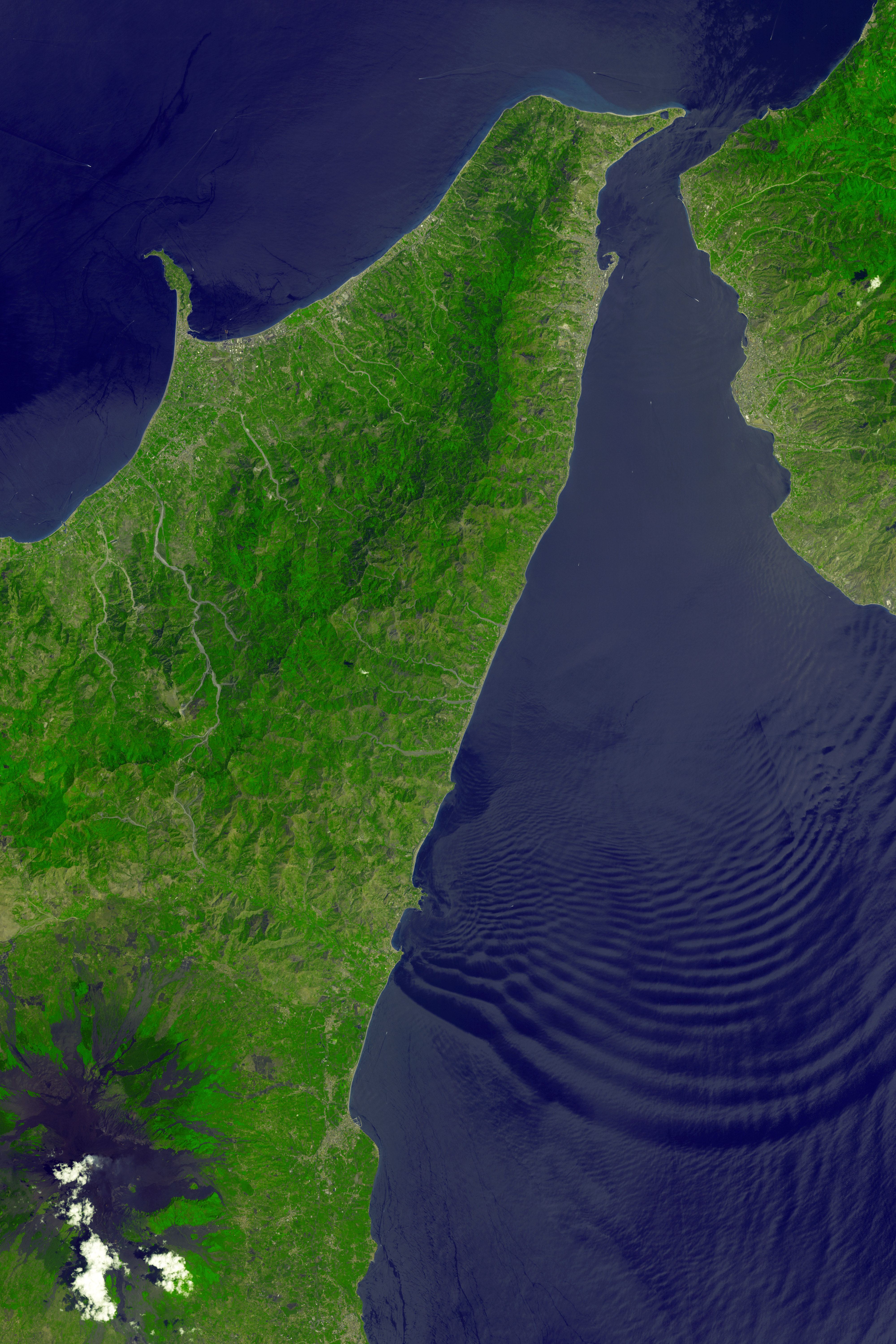 Messina Strait, Italy : Image of the Day
