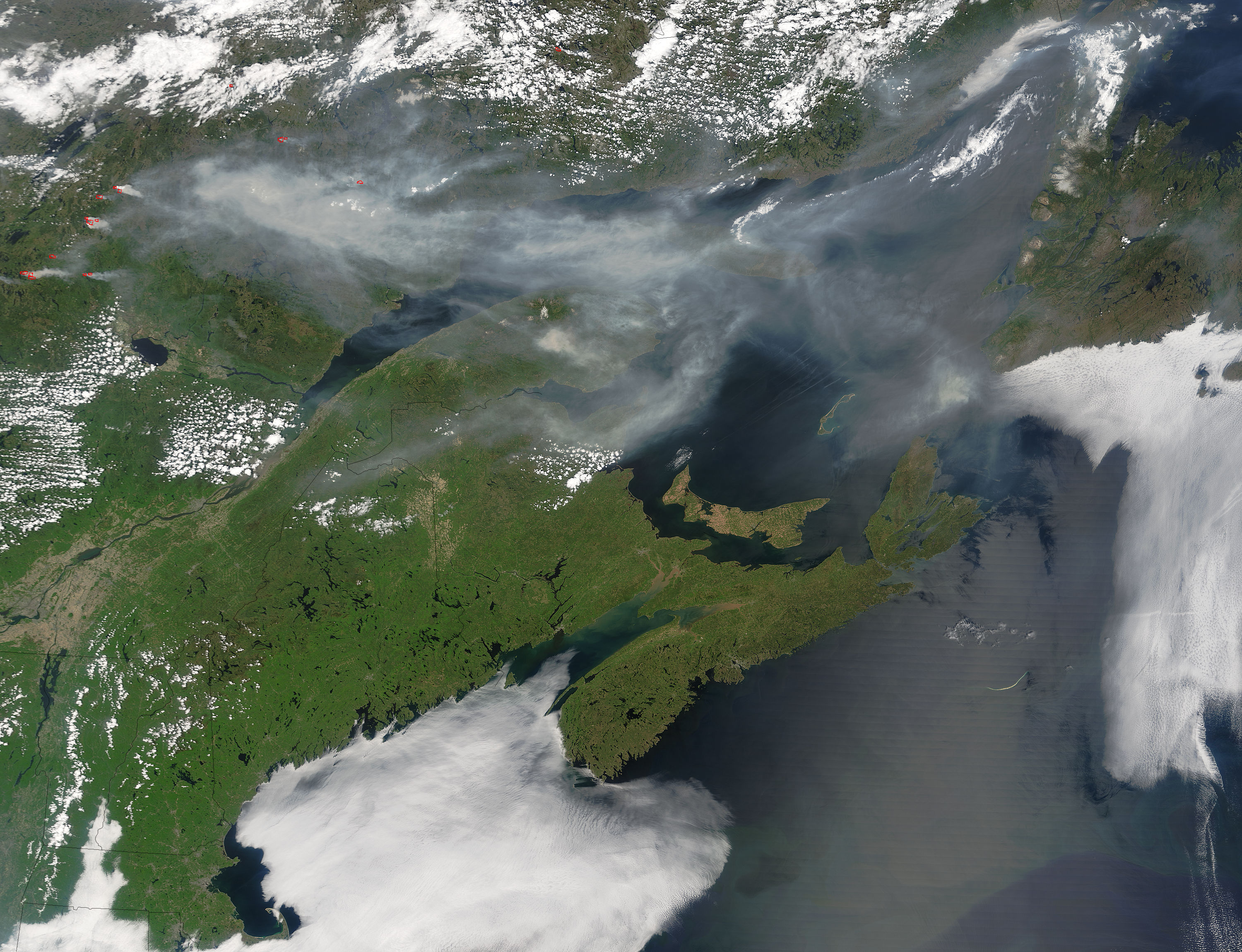 Smoke across eastern Canada - related image preview