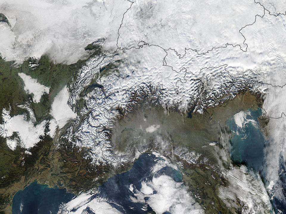 Smog in Northern Italy - related image preview
