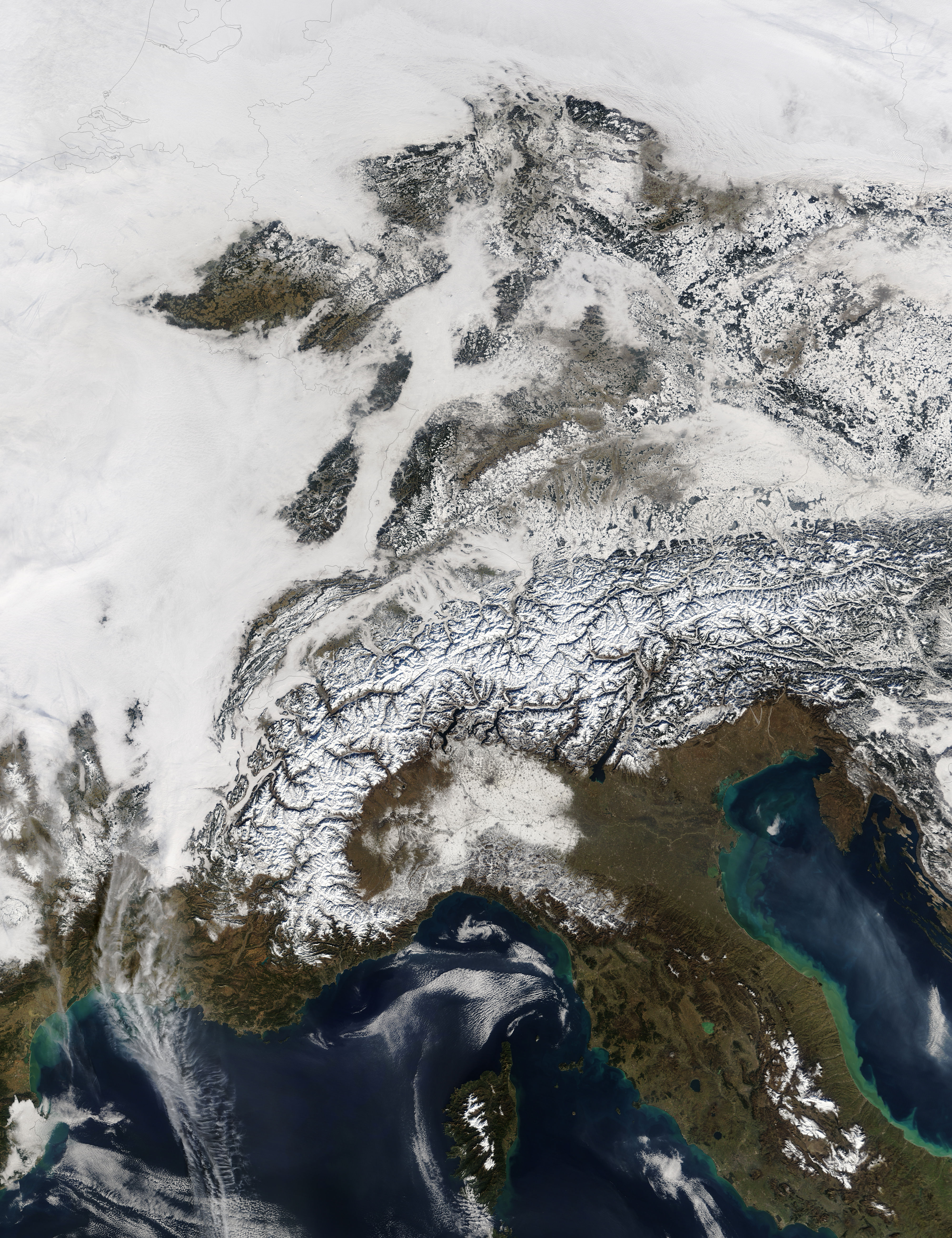 Snow, fog, and low clouds in Central Europe - related image preview