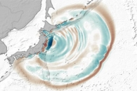 The Seafloor Focuses and Merges Tsunami Waves