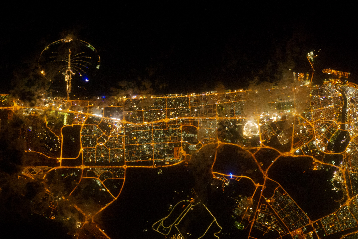 City Lights of Dubai, United Arab Emirates : Image of the Day:City Lights of Dubai, United Arab Emirates,Lighting