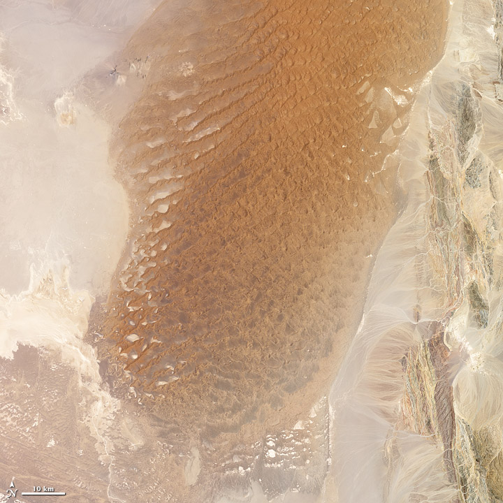 Lūt Desert, Iran. Credit: NASA images by Jesse Allen and Robert Simmon, using Landsat 7 data from the USGS Global Visualization Viewer