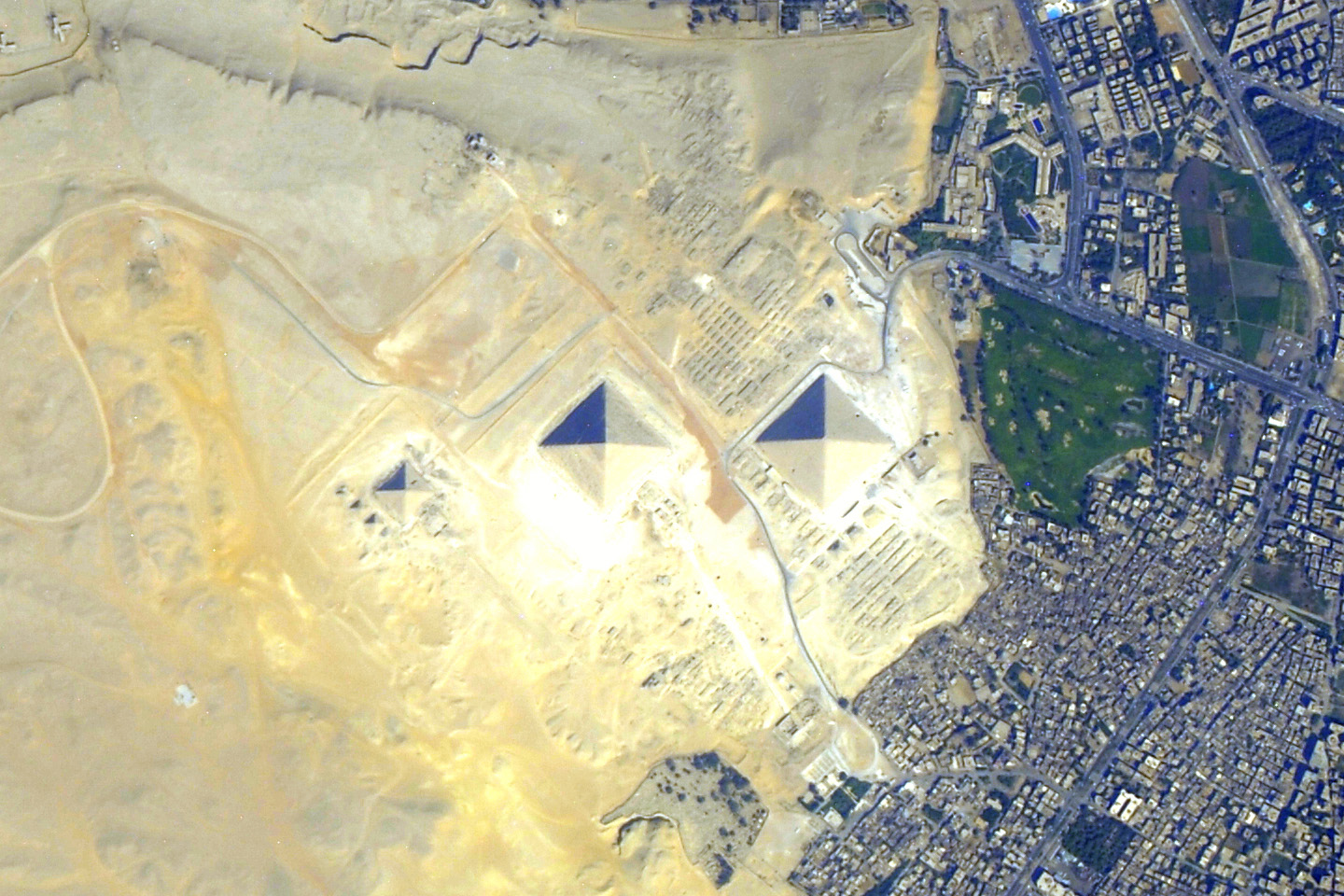 pyramids at giza egypt