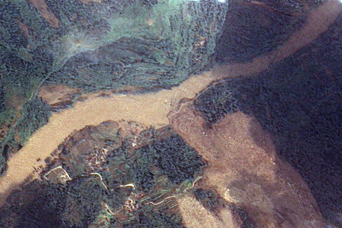 Dam Breach Swells Jianjiang River - related image preview
