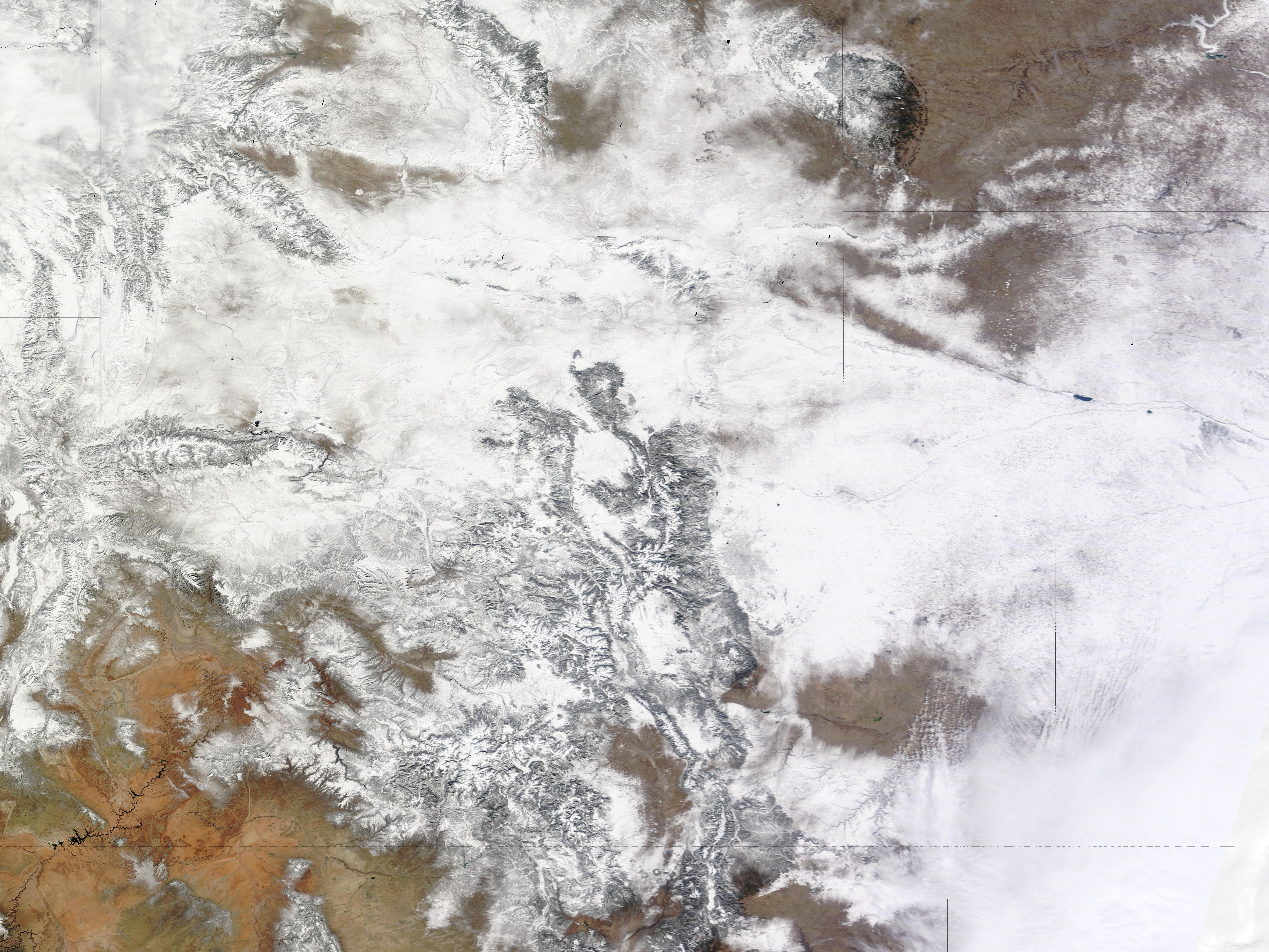 Another Snowstorm Strikes Western States - related image preview