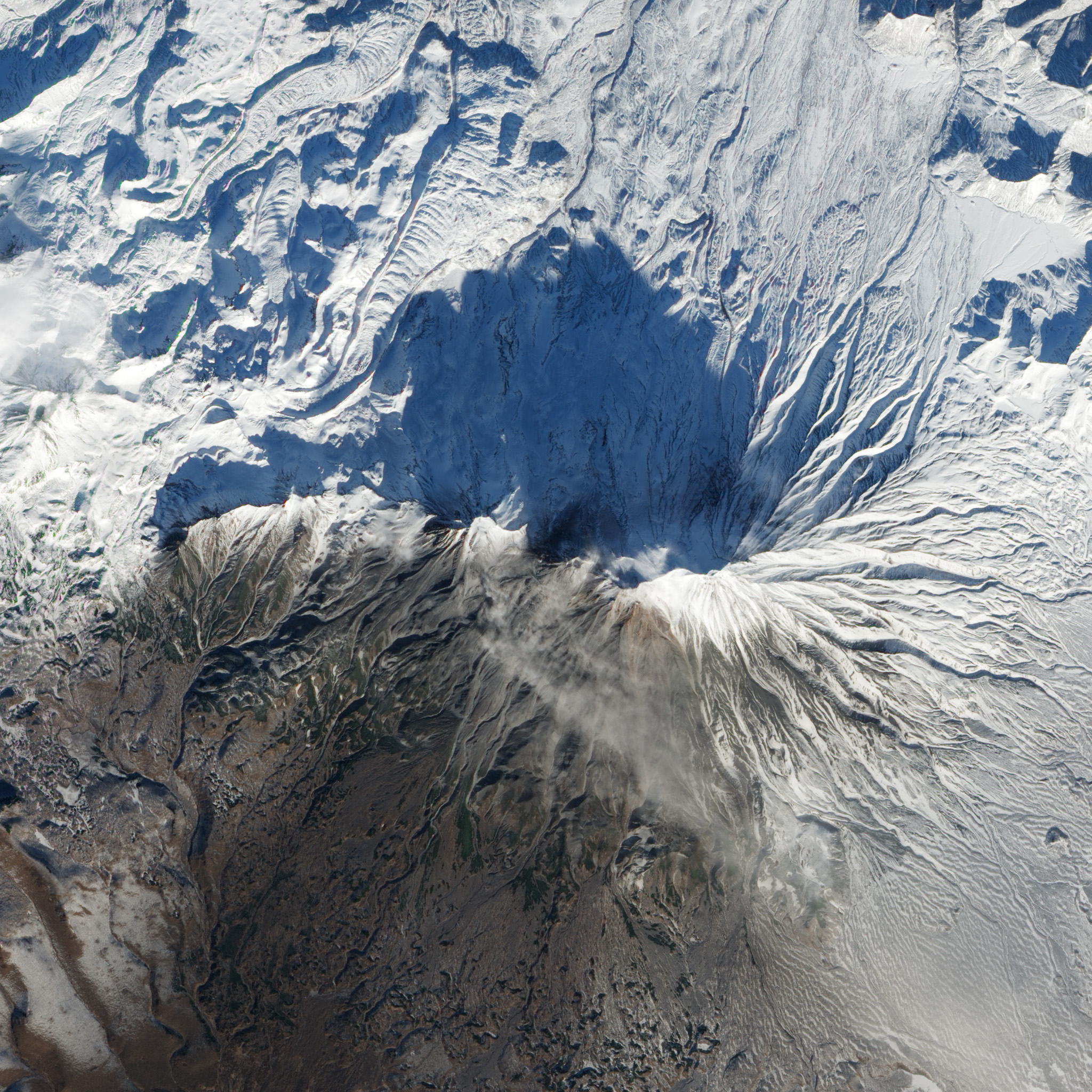 Steam Explosions at Zhupanovsky Volcano - related image preview