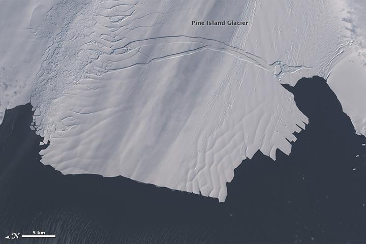 Major Iceberg Cracks off Pine Island Glacier