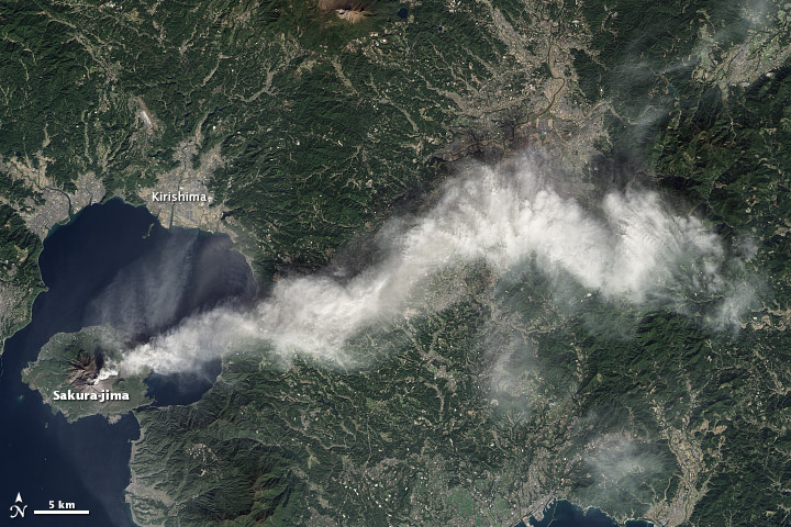 Dense Plume from Sakura-jima Volcano - related image preview